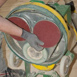 TRIO Dreischeibenschleifmaschine - Schleifscheibenwechsel
