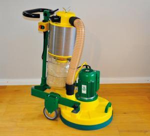 TRIO: Leistungsstarke Dreischeiben-Schleifmaschine für nahezu staubfreies Arbeiten.